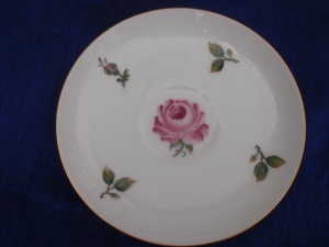 A Cup and Saucer Set With European Style roses Paintings on Okura Japanese Tableware