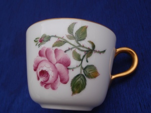Front View of a European Style Rose on Okura Japanese Tableware