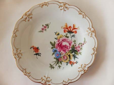 Dresden Plate Yumi style, European painting, Porcelain painting, flower painting, Modern Dresden,