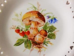 mushroom on porcelain, European style, porcelain painting